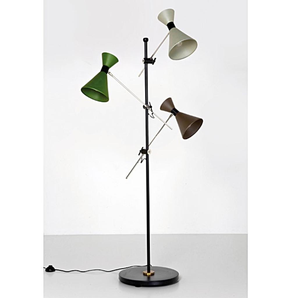 meubeltop kare design megaphone tre vloerlamp van kare design lampen en licht lampen. Black Bedroom Furniture Sets. Home Design Ideas