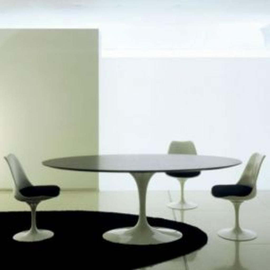 meubeltop saarinen oval dining table 244 van knoll tafels bijzettafels en dressoirs tafels. Black Bedroom Furniture Sets. Home Design Ideas